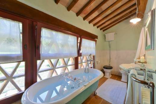 Podere Celli - Guest house bathroom.