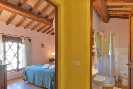 Podere Celli - Bedroom and bathroom