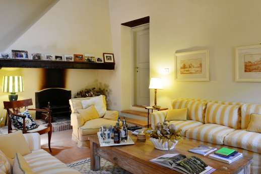 Podere Guicciardini - A relaxing first floor sitting room with working fireplace.
