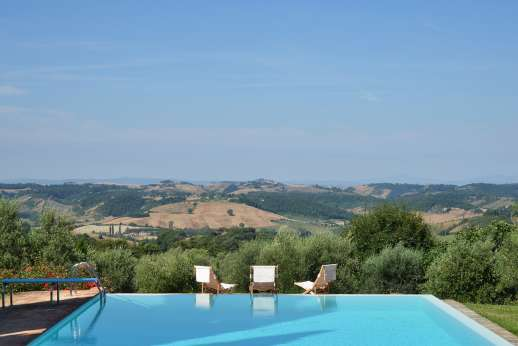Podere Spiritellino - The private infinity-edge swimming pool, 7 x 14m/22 x 45 feet.