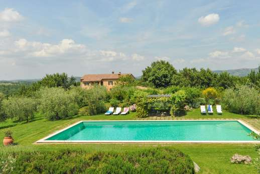 Poggio Alto - Panoramic views in every direction of the gently rolling hills of south-eastern Tuscany.