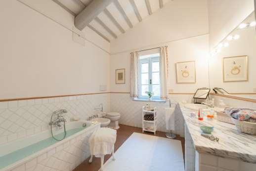 Poggio Alto - Spacious bathrooms.