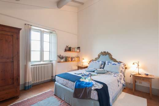 Poggio Alto - Spacious double bedroom. The bedrooms on the first floor of the main house are air conditioned.