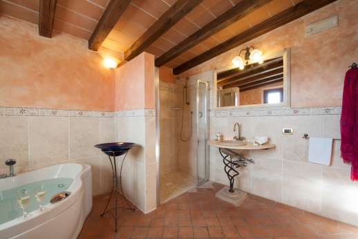 Rosa Dei Venti - Another view of the bathroom