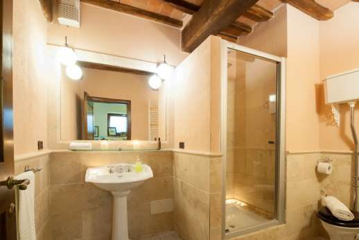 Rosso Fiorentino - Bathroom with shower