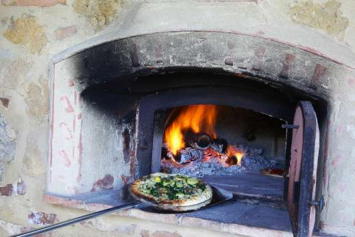 San Leolino - Pizza cooking lesson also available at the villa
