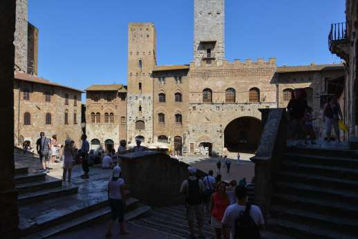 San Leolino - streets and coffee shop in San Gimignano