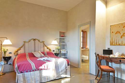 Santa Dieci - Double bedrooms with an en suite bathroom.