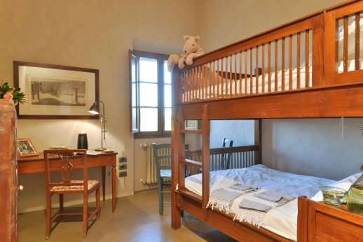 Santa Dieci - The twin bedroom, bunk beds which shares a bathroom with one of the double bedrooms.
