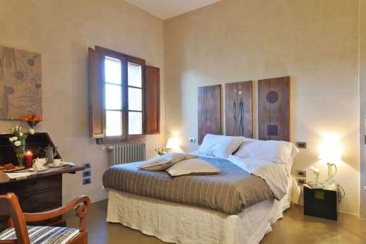 Santa Dieci - A double bedroom, all are spacious and comfortable.