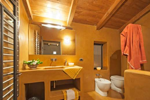 Santa Dieci - Guest house bathroom.