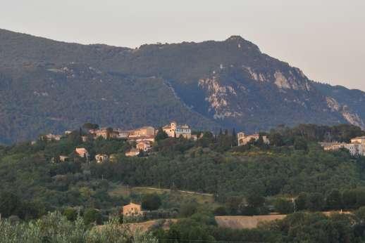 Santi Terzi - Santi Terzi crowns hilltop San Gemini