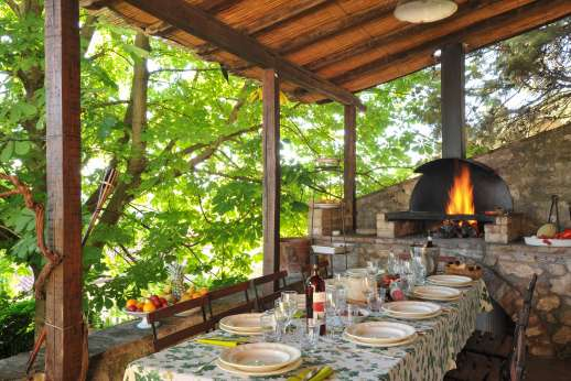 Santi Terzi - Dining loggia with built-in barbeque
