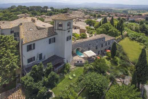 Santi Terzi - A beautiful medieval villa