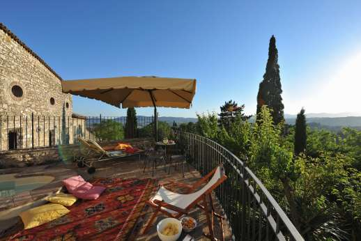 Santi Terzi (x 14 people) with Staff and Cook - The seating terrace enjoys a magnificent view