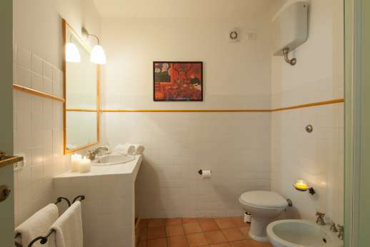 Santi Terzi (x 14 people) with Staff and Cook - Ensuite bathroom