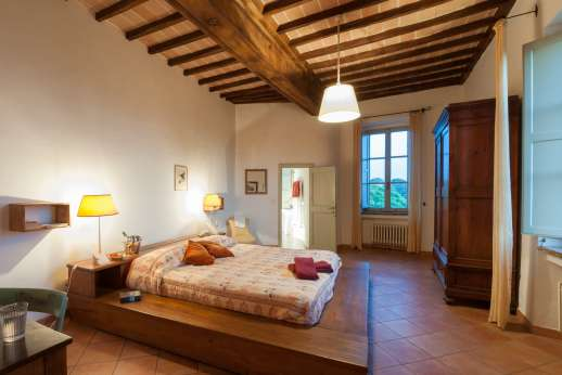 Santi Terzi (x 14 people) with Staff and Cook - Air conditioned double bedroom with an ensuite bathroom one with shower