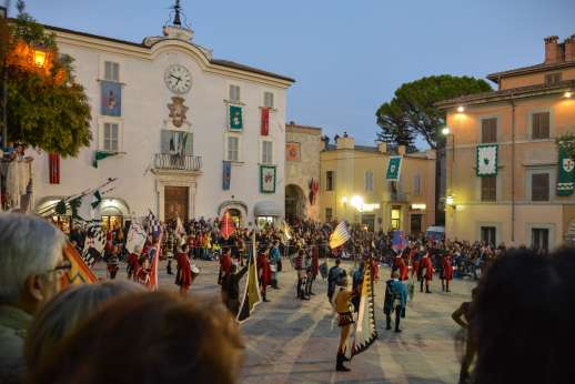Santi Terzi (x 14 people) with Staff and Cook - Traditional flag throwing in the San Gemini square