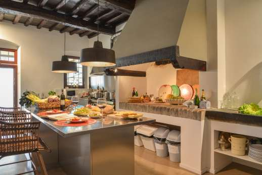 Tenuta Almabrada - Middle level large fully-equipped kitchen