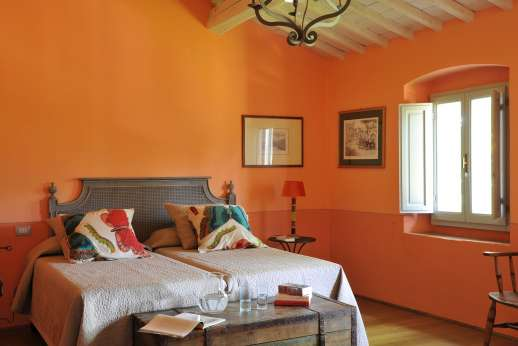 The Estate Of Petroio - Il Borgo di Petroio air-conditioned twin bedroom (convertible to double) with an en suite bathroom.