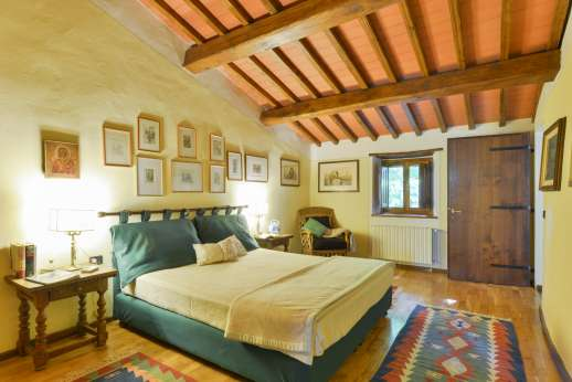 The Estate Of Petroio - Air-conditioned twin bedroom [convertible to double] with an ensuite bathroom with bath tub in Casa Arianna