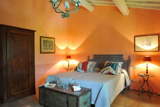 Weddings at The Estate of Petroio - Air-conditioned twin bedroom with an ensuite bathroom.