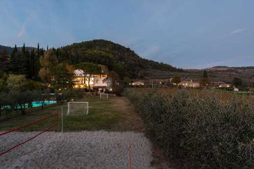 The Estate of Petroio with Staff and Cook - The estate in the evening.
