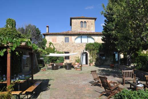 Tizzano - Tizzano is brilliantly located, facing south across the Tuscan hills.