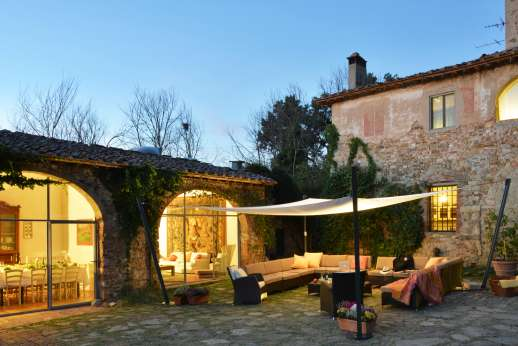 Tizzano - The extensive use of glass gives the feeling of open-planned spaces in the Lemon House.