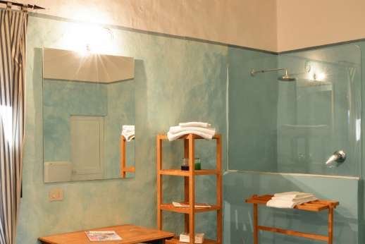 Tizzano - The same theme has been kept in the independent suite bathroom and shower.