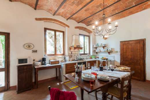 Val di Castello - A well equipped kitchen and breakfast table.