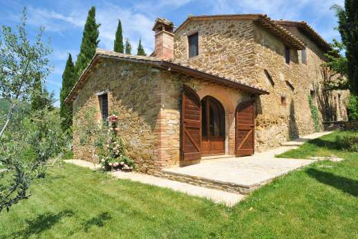Val Ferrone - Val Ferrone a picture-perfect Umbrian farmhouse amid olive groves.
