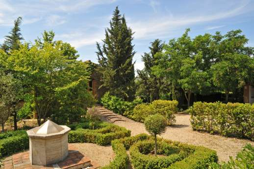 Val Ferrone - A wonderful well maintained Italian garden.