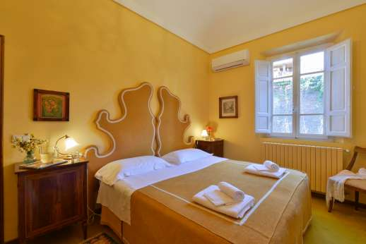 Vecchia Fattoria - The air conditioned  twin bedroom, converted into a double with a shared bathroom.