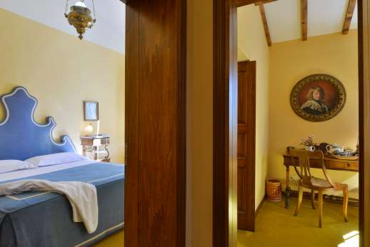 Vecchia Fattoria - Hall area leading through to the bedroom and sitting room