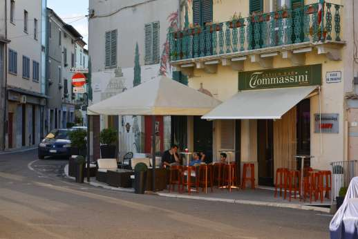 Vecchia Fattoria - Bettolle, with convenient shops and several good small restaurants.