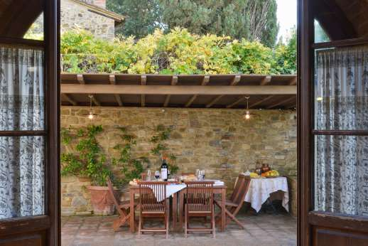Villa Altea - From the kitchen to the shaded outside seating area