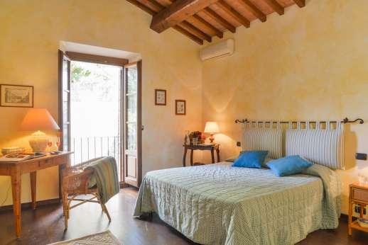 Villa Altea - Air conditioned double bedroom, shares bathroom with the twin bedroom.