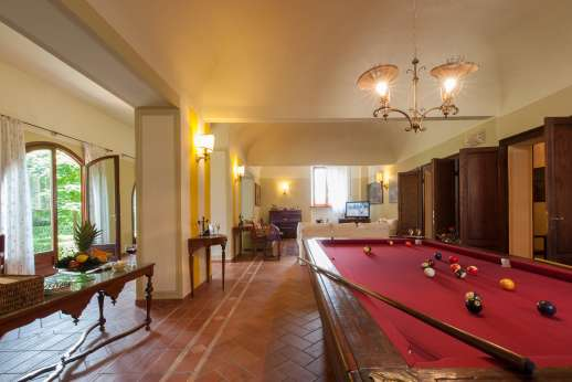 Villa Astori - Billards table in the lounge