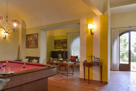 Villa Astori - Spacious sitting room with Internet access point.
