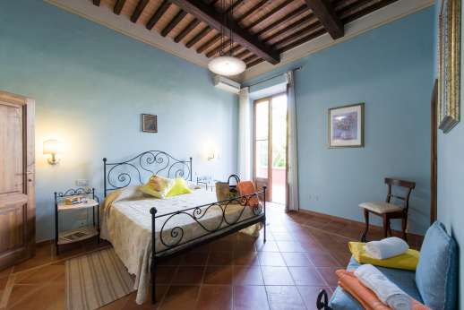 Villa Astori - Air conditioned double bedroom with en suite bathroom.