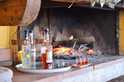 Villa Atena - Drinks by the barbecue fire