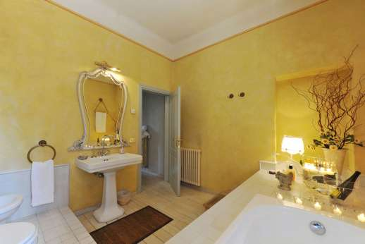 Villa Atena - Main house bathroom with bath.