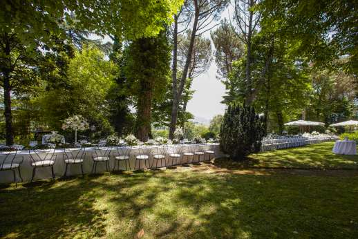 Weddings at Villa Atena - Another dining arrangement in the garden
