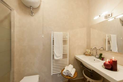 Weddings at Villa Atena - The en-suite bathroom