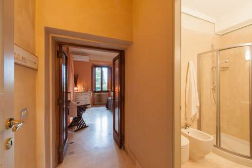 Weddings at Villa Atena - Hallway and bathroom