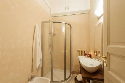 Weddings at Villa Atena - Bathroom with shower