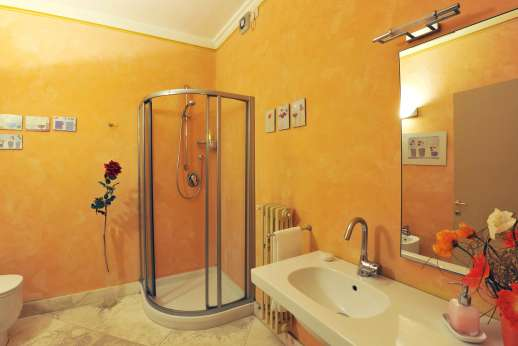 Weddings at Villa Atena - Bathroom with shower.