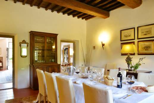 Villa Bracciano - Enjoy your indoor lunches and dinners!