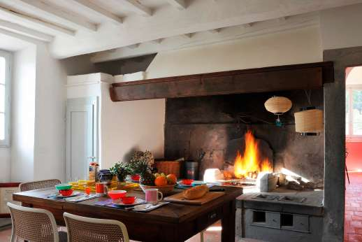 Villa Caprolo - Breakfast room with a fireplace.